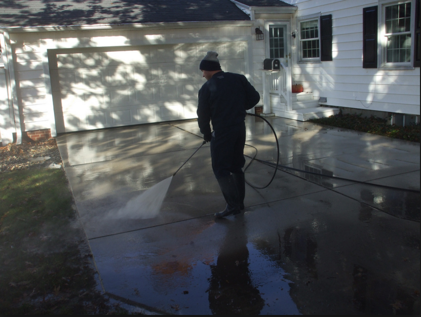 driveway cleaning for a home in Little Rock, AR